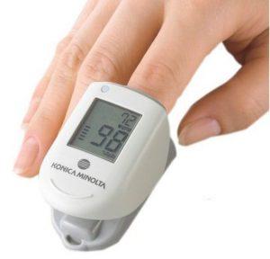 採血不要な血糖測定では非観血的血糖測定器を使用する