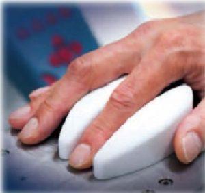 採血不要なウエアラブルの非観血的血糖測定器が開発中